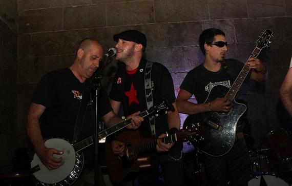 RIPeko gitarrista Jul Bolinaga hil da kontzertuan jotzen ziharduela