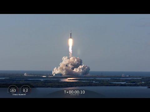 SpaceX espazio-untzien lehenengo misio komertziala arrakastaz burutu dute