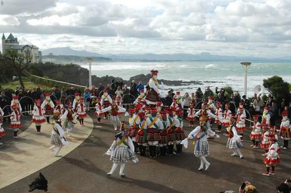 Biarritzeko festak bertan behera utzi dituzte eta San Martin ezpata-dantza ere bai