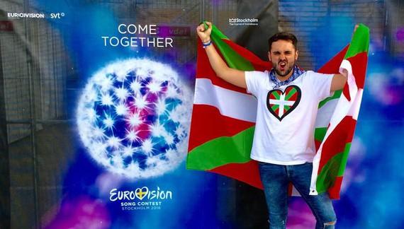 """Imanol Aparicio: """"Ikurrinaz gain, soinean eramango dut Eurovisionen logoaren barruan ikurrina daraman kamiseta"""""""