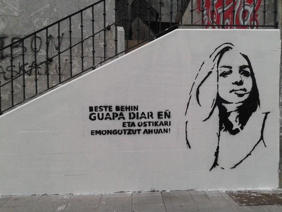 Aldarrikapen feministak Ondarroako paretetan