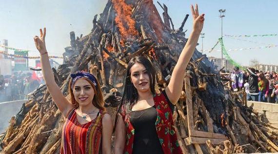 Newroz, kurduen urte berria (argazki galeria)