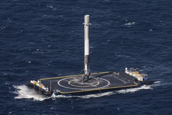 Arrakastaz lurreratu da SpaceX suziria itsasontzi batean