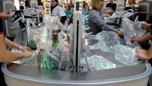 Bihartik plastikozko zorrorik ezin da eman Frantziako komertzioetan
