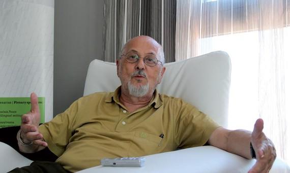 """Jurgen Meisel: """"Hizkuntza bat baino gehiago ikasteko eginak gaude genetikoki"""""""
