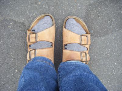 Sandaliak eta galtzetinak