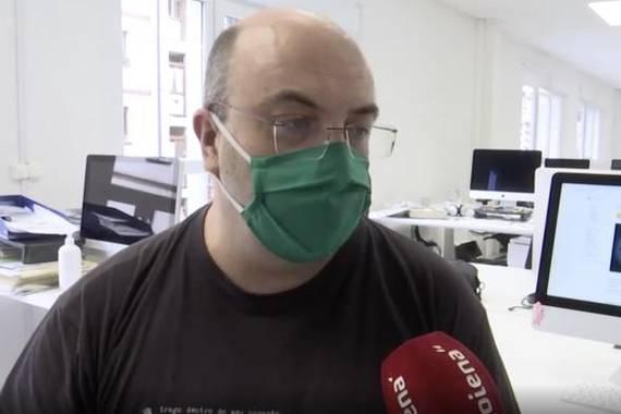 Euskarazko Wikipediaren sekretuak ezagutzen Mikel Arroiaberekin