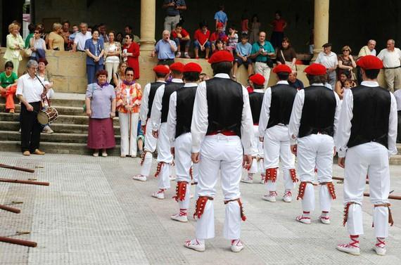 Berrizen ez da emakumerik baztertuko herriko dantza tradizionaletan