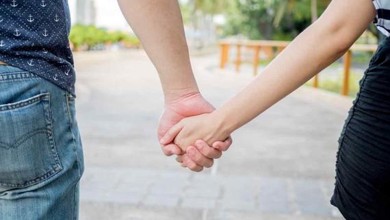 Gazteek maitasun erromantikoan sinesten jarraitzen dute