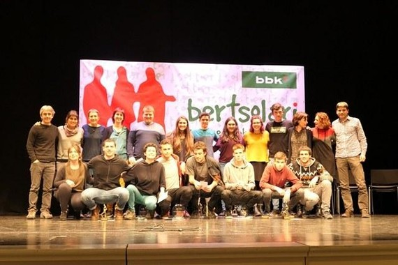 Durangaldea taldeak irabazi du bertsolari gazteen 26. BBK Sariketa