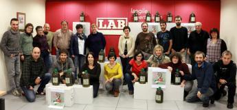 2.000 litro olio Euskal Herrira, SAT sindikatuari elkartasuna adierazteko