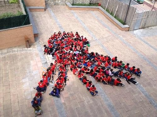 300 neska-mutiko inguru bildu dira Zumaian Bertso Eskolen Egunean