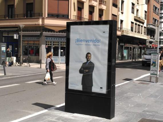 Nork jarri zituen Donostian Espainiako erregearen ongi etorri kartelak?