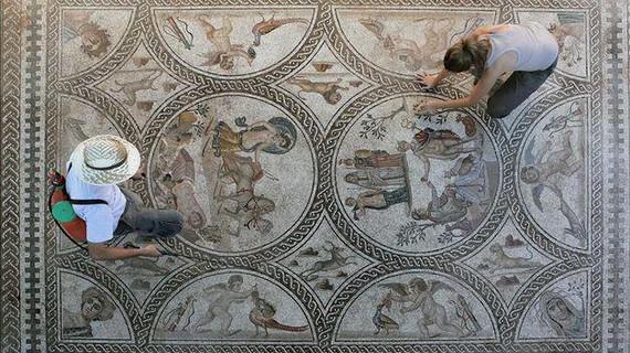 Ikaragarri ederra Castulon (Jaen) aurkitu duten mosaiko erromatarra