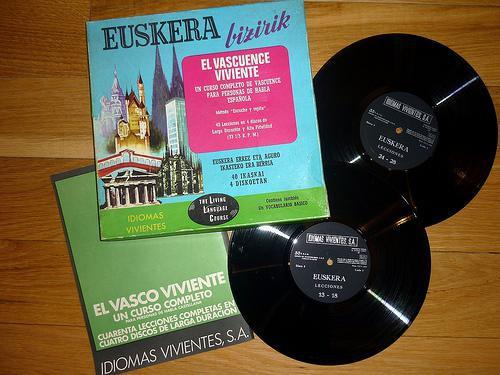 """""""Euskera bizirik"""", euskara ikasteko ikastaro multimedia (1967)"""