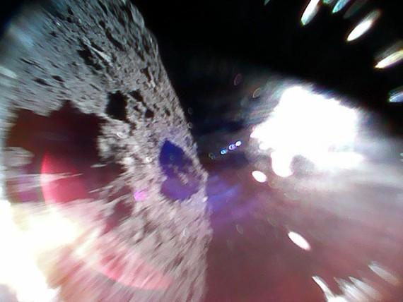 Japoniarren bi 'rover' iritsi dira Ryugu asteroidera