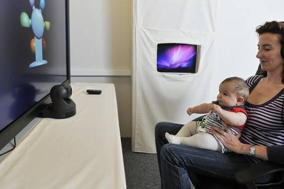 Haurtxoen hizkuntzaren garapena ikertzeko boluntarioak behar dituzte BabyLab-en, Donostian