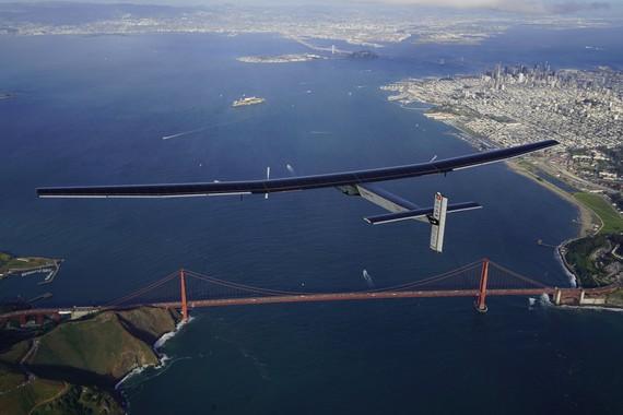 Solar Impulse hegazkina San Frantzisko gainean