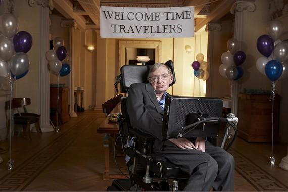 Stephen #Hawking fisikaria hil da bart 76 urterekin
