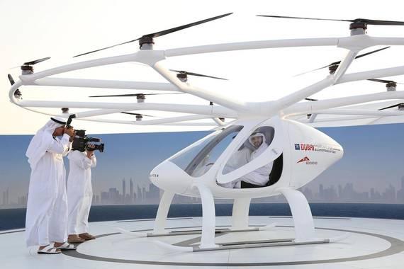 Taxi hegalari eta autonomoak hasi dira testeatzen Dubain