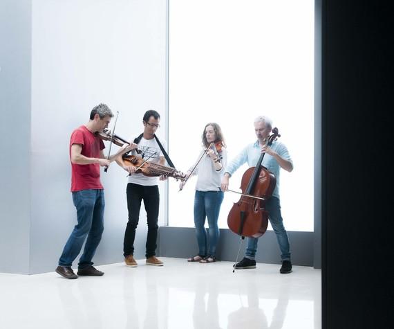 """Alos Quartet-en """"Garden"""" kontzertua Igartubeiti baserriko dolarean"""