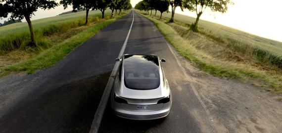 Tesla Model 3 berria: auto elektriko eta autonomoen iraultza hemen da