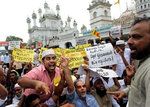 Sri Lankako gobernuak Facebook eta WhatsApp itxi ditu, musulmanen aurkako erasoak saihesteko