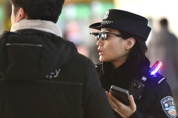 polizia txina betaurreko adimendunak