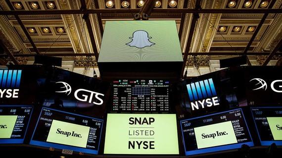 SnapChat burtsan kotizatzen hasi da, %44ko igoerarekin
