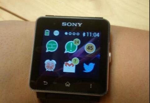 Sony smartwatch bat daukat, erloju adimentsua