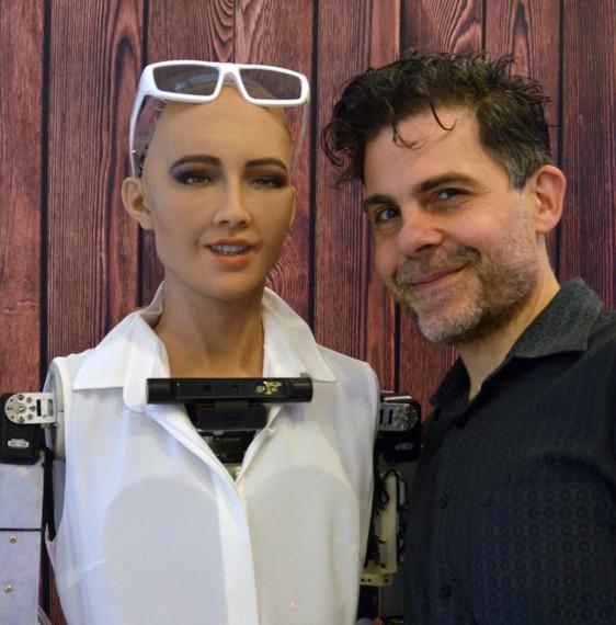 Sophia robot humanoidea Iruñean ikusteko aukera, munduko robotik aurreratuena ei dena