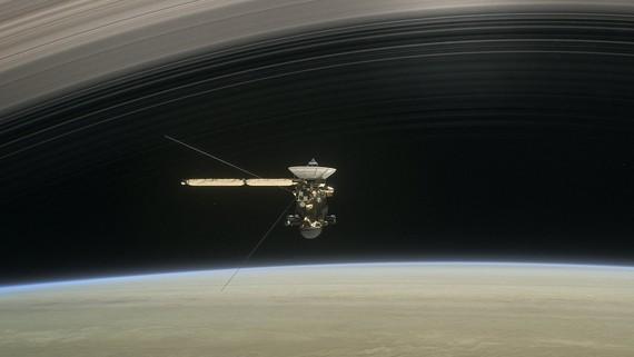 Cassini espazio-ontzia eta Saturno