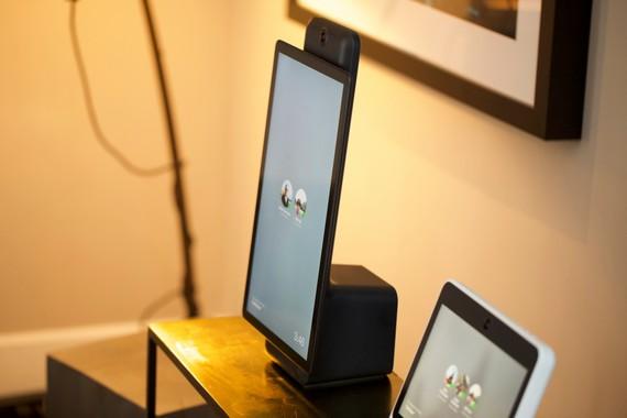 Facebook-en lehen hardware produktua, Portal, bideo-telefono bat da