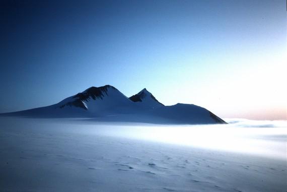 Antartikako mendiak hotza