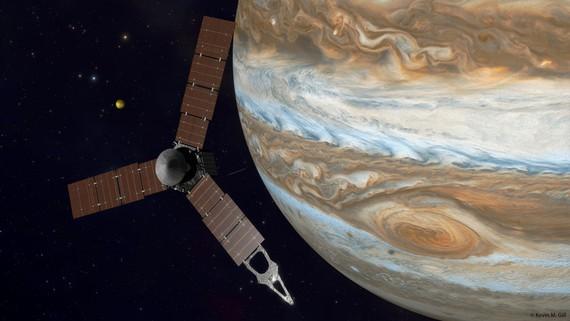 Juno: espaziountzi bat laino artean