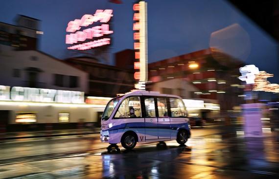 Gidaririk gabeko autobusa Las Vegasen
