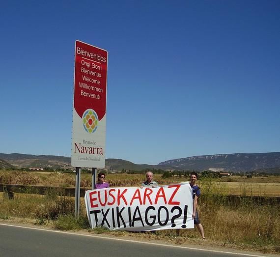 Turismoko Eskuliburua, euskararen kontra.